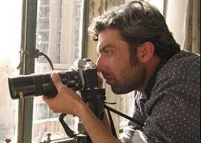 Immer den Finger am Auslöser: Samar Qahtan als Hassan