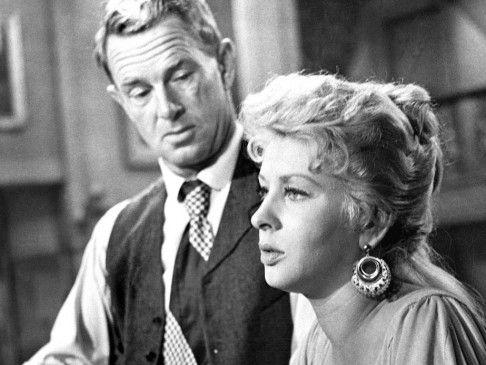 Hansen (Sterling Hayden) trifft die Geliebte (Carol Kelly) des Mörders seines Vaters