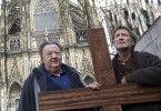 Bloch (Dieter Pfaff, l.) und Martin (Matthias Habich) am Kölner Dom