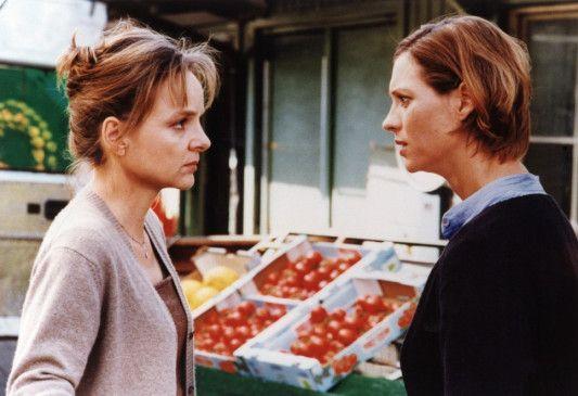 Die werden uns finden: Bernadette (Sissy Höfferer, l.) und Luise (Carin C. Tietze) machen sich große Sorgen