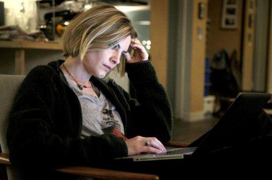 Reporterin Annika Bengtzon (Malin Crépin) kommt mit ihren Recherchen kaum voran