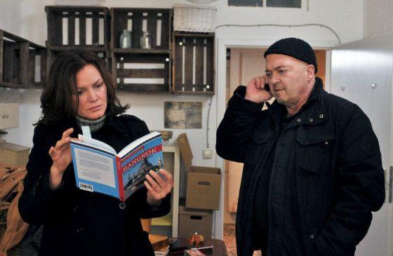 Ermitteln in einem Mordfall: Verena Berthold (Maja Maranow) und Otto Garber (Florian Martens)