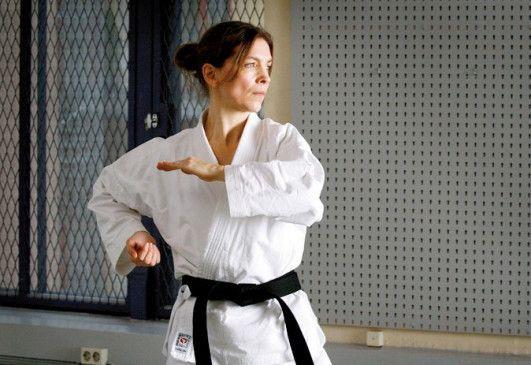Übt sich in fernöstlicher Kampftechnik: Angela Kovács als Irene Huss