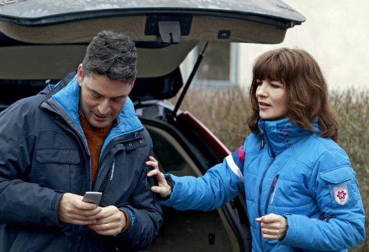 Hat für Privates mal wieder keine Zeit: Irene Huss (Angela Kovács) mit ihrem Ehemann (Reuben Sallmander)