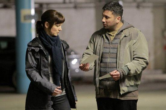 Von einem Informanten (Mahmut Suvakci) erhofft sich Irene Huss (Angela Kovacs) eine Spur, die zu dem Zeugen führt