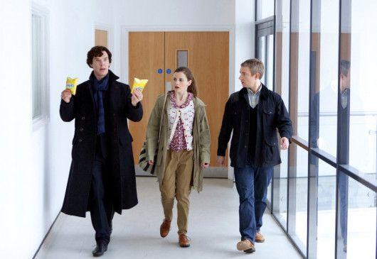 Tolles Mittagessen! Dr. Watson (Martin Freeman, r.), Ärztin Molly (Louise Brealey) und Sherlock Holmes (Benedict Cumberbatch)