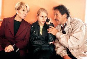 Warum kann man diese Handys nicht laut stellen? Christiane Hörbiger (l.), Susanne Bormann und Götz George