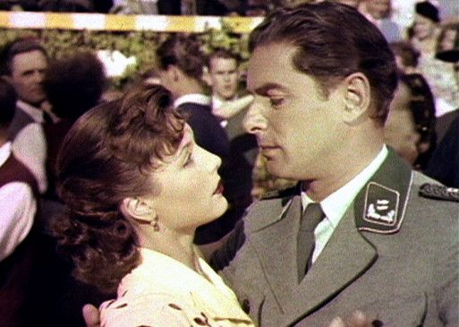 Helga Lüdersen (Sonja Ziemann) hat sich in den Förster Walter (Rudolf Prack) verliebt
