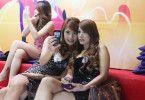 Sie warten auf die nächsten Kunden: Prostituierte in Bangkok