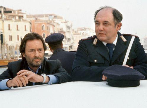 Brunetti (Uwe Kockisch, l.) und Vianello (Karl Fischer) sind ratlos