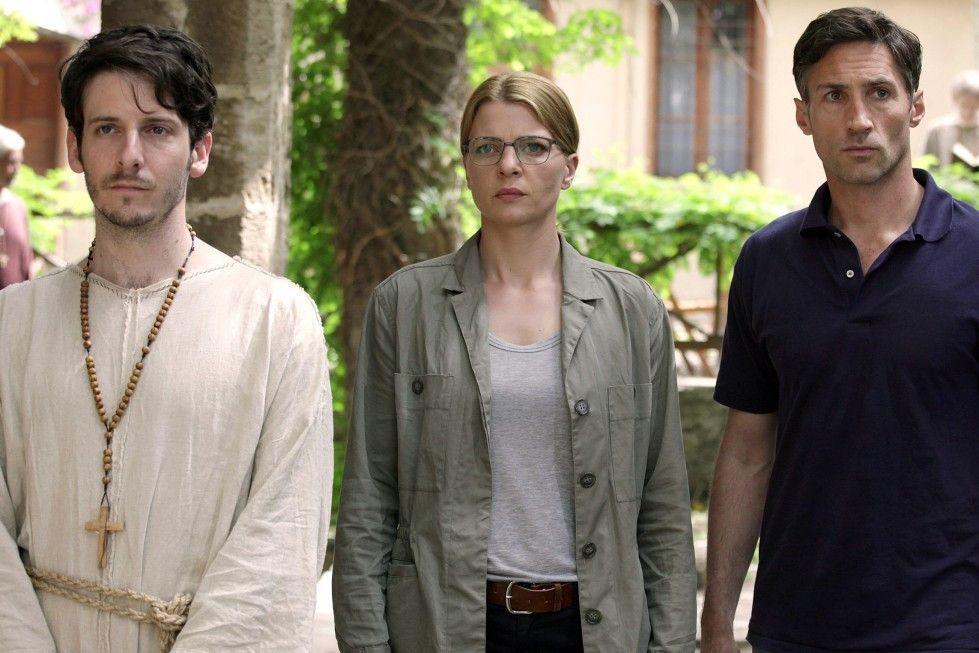 Ruth (Jördis Triebel) und Peled (Benjamin Sadler, r.) suchen nach Ruths Schwester