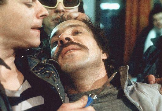 Schimanski (Götz George) gerät bei den Ermittlungen in höchste Gefahr