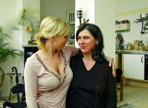 Geht's wieder besser? Dana Golombek (l.) mit Eva Mattes