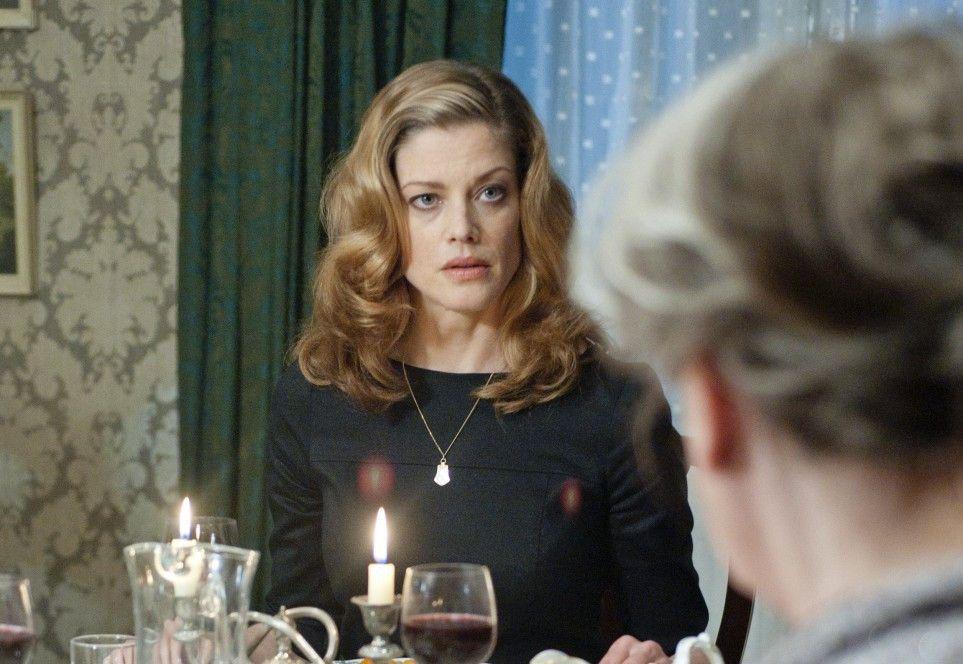 Leslie (Marie Bäumer) ist sprachlos angesichts der barschen Art ihrer Großmutter Fiona Barnes