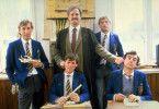 Die Monty Python-Truppe im Internat: Eric Idle, Michal Palin, John Cleese, Graham Chapman, Terry Jones (v.l.n.r.)