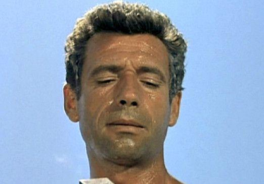 Giovanni Squarciò (Yves Montand) fischt mit illegalen Methoden