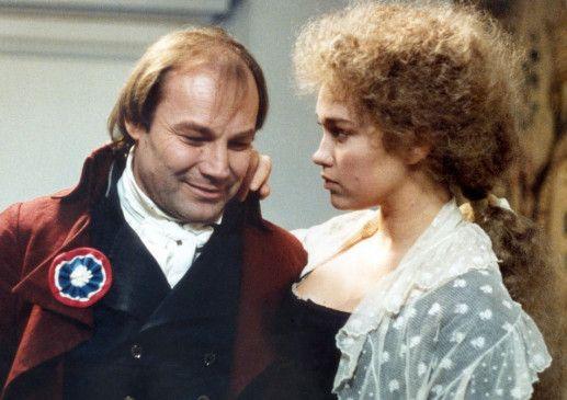 Revolutionsführer Danton (Klaus Maria Brandauer) führt mit Gabrielle (Marianne Basler) eine glückliche Ehe