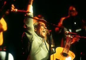 Dass ich das in meinem Alter noch erleben darf!  Gitarren-Legende Compay Segundo