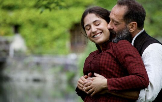 Camille Claudel (Izïa Higelin) und Auguste Rodin (Vincent Lindon) sind nicht nur Kollegen, sondern zeitweise ein Paar.