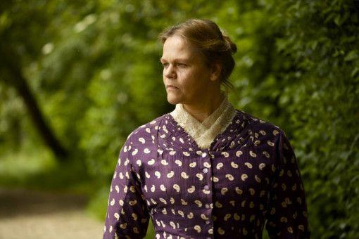 Rose (Séverine Caneele) ist Haushälterin und Mutter des Sohnes eines sehr promiskuitiven Rodin.
