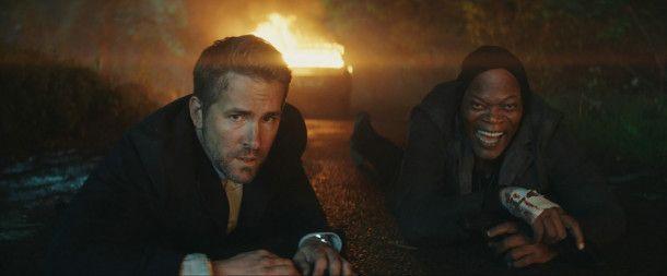 Leibwächter Michael Bryce (Ryan Reynolds, links) ist gar nicht angetan davon, den Auftragskiller Darius Kincaid (Samuel L. Jackson) schützen zu müssen.