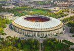 Die Fußball-WM 2018 wird im Olympiastadion Luschniki am 14. Juni 2018 eröffnet und am 15. Juli 2018 mit dem Finale beendet. Das Rund bietet Platz für 81.000 Zuschauer und ist das größte Fußballstadion in Russland.