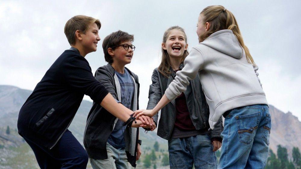 Das nunmehr neunte Pfefferkörner-Team feiert sich selbst: Johannes (Luke Matt Röntgen, links), Benny (Ruben Storck), Mia (Marleen Quentin) und Alice (Emilia Flint).