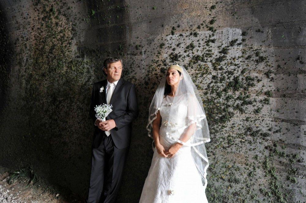 Eigentlich sollen Nevesta (Monica Bellucci) und Kostja (Emir Kusturica) heute nicht einander heiraten.