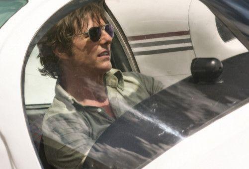 Barry Seal (Tom Cruise) schmuggelt Ende der 1970er-, Anfang der 1980er-Jahre mit seinem Propellerflugzeug aus Kolumbien Kokain in die USA und macht unterwegs Schnappschüsse für die CIA.