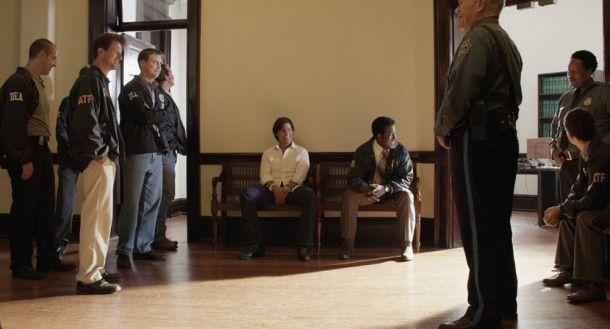 Gleich mehrere Strafverfolgungsbehörden haben Barry (Tom Cruise, Mitte) verhaftet. Aber das will noch nichts über sein Schicksal besagen.