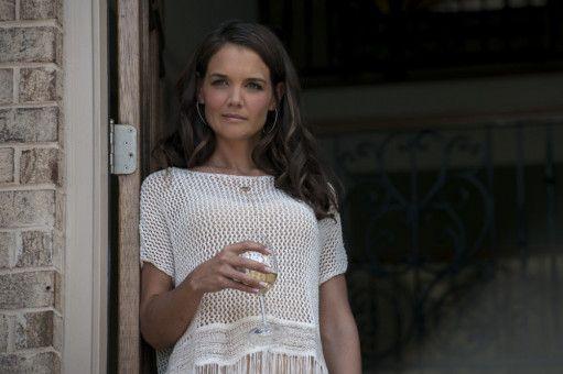 Jimmys Ex-Frau Bobby Jo (Katie Holmes) eröffnet dem Vater ihrer Tochter, dass sie nach Tennessee umzuziehen gedenkt.