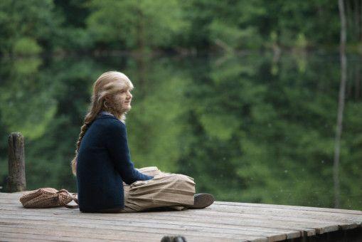 Spiegelbildgefahr! Löwenmädchen Eva (Mathilde Thomine Storm) interessiert sich für einen Jungen. Doch kann der sich mehr als Freundschaft mit ihr vorstellen?