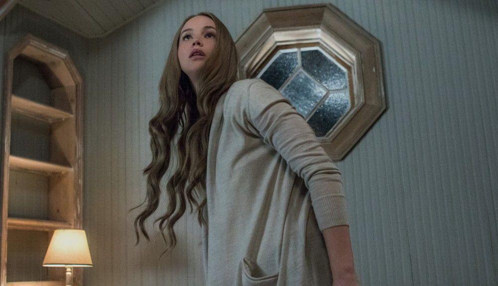 Des Dichters Frau (Jennifer Lawrence) wird immer wieder von ungebetenen Gästen belästigt.