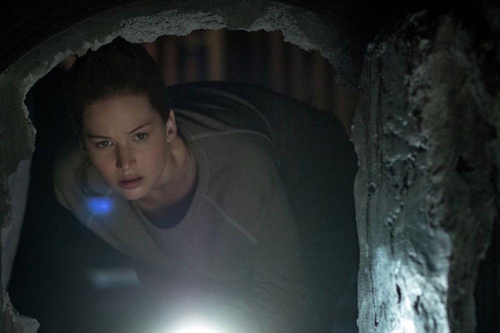 Falsche Fährte: Die Frau des Hauses (Jennifer Lawrence) entdeckt einen Geheimgang.
