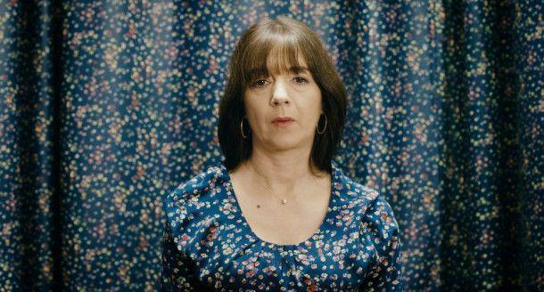 Soeben hat Doris (Olivia Grigolli) von ihrer Frauenärztin die schockierende Nachricht erhalten: Sie ist nicht in den Wechseljahren, sondern schwanger!