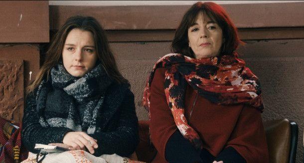 Verstehen sich nicht besonders gut: Mascha (Marie Rosa Tietjen) und ihre Mutter Doris (Olivia Grigolli).