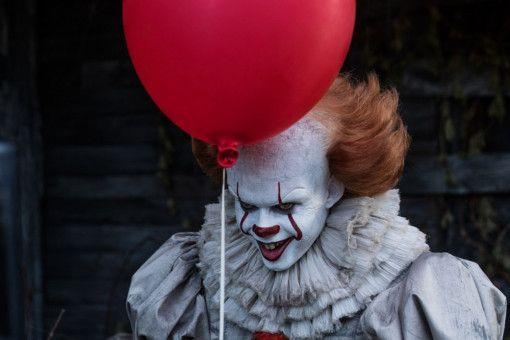 27 Jahre lang hatte das Image des Clowns Zeit, sich von Tim Curry zu erholen. Jetzt macht Bill Skarsgård alles wieder kaputt.