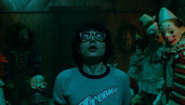 """Finn Wolfhard, der Richie spielt, kennt man aus """"Stranger Things"""". Eine große Brille soll offenbar verhindern, dass man allzu oft an den 80er-Jahre-Retro-Horror von Netflix denkt."""