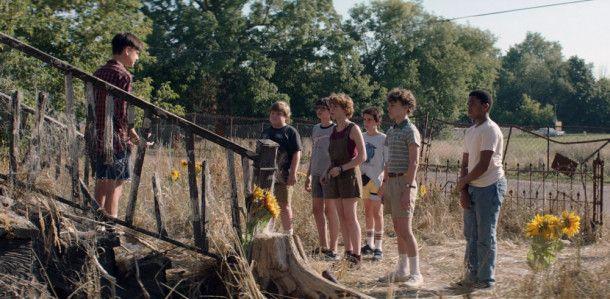 Einer für alle, alle für einen - und alle gegen Pennywise: Der Losers Club nimmt den Kampf mit dem Horrorclown auf, der in Derry zum wiederholten Male kleine Kinder verschwinden lässt.