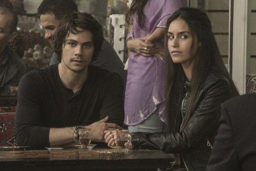 Mit Agentin Annika (Shiva Negar) soll Mitch (Dylan O'Brien) den dritten Weltkrieg verhindern.