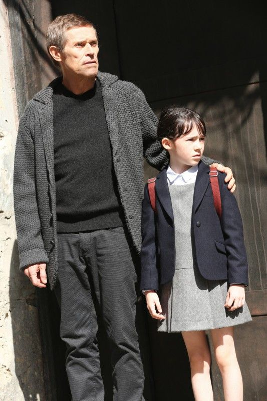 Im Versteckspiel: Thursday (Clara Read) mit ihrem Großvater (Willem Dafoe).