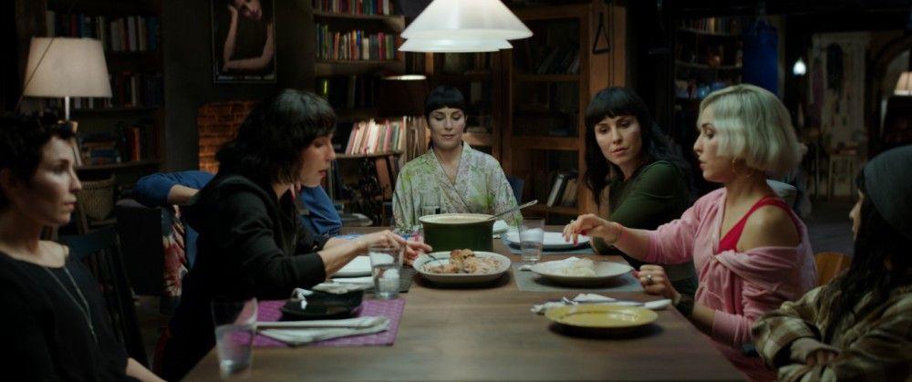 Sieben Schwestern, die nicht sein dürfen - und alle spielt Noomi Rapace.