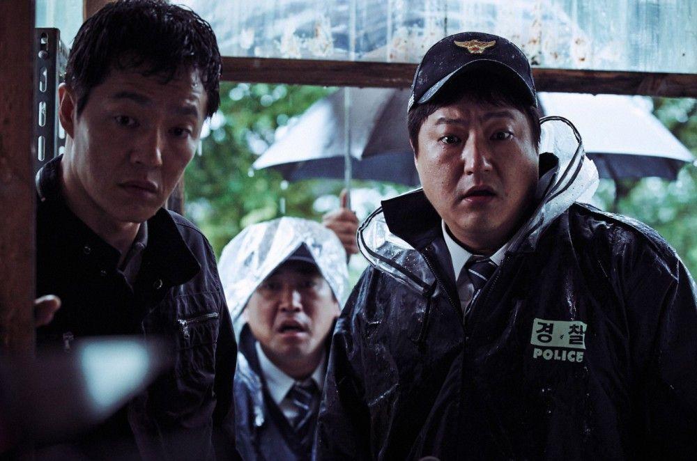 Der Polizeibeamte Jong-gu (Kwak Do-won, rechts) hat es mit einem Serienkiller zu tun.