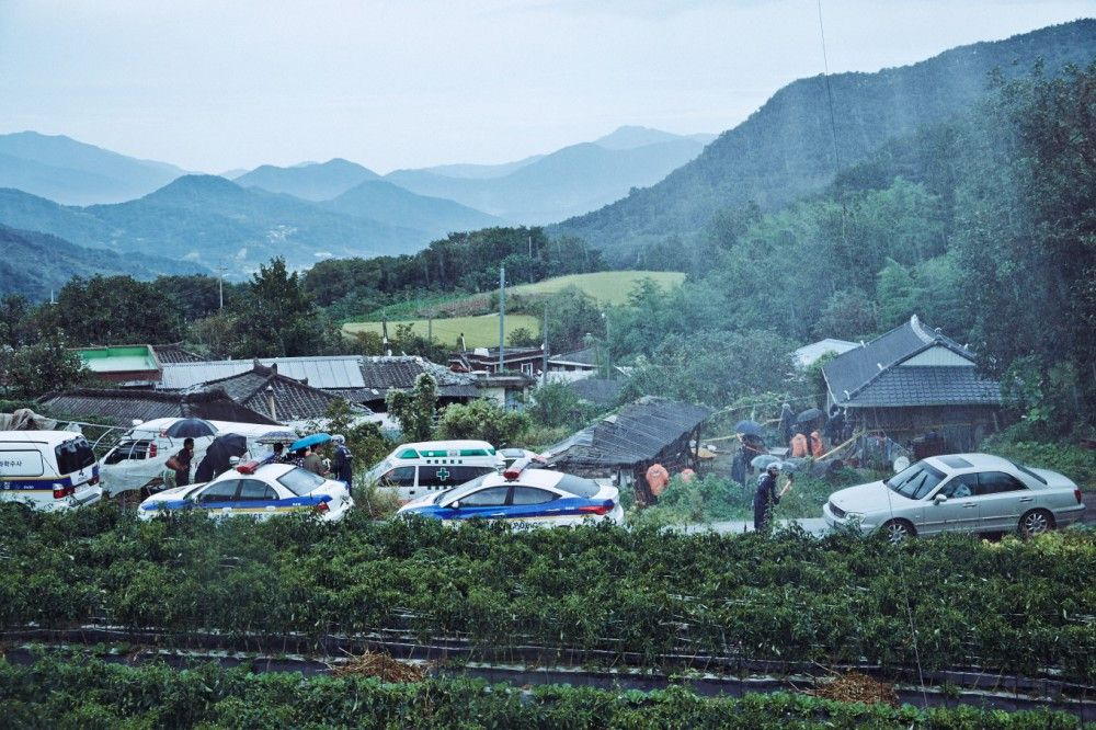 Eine Reihe von bestialischen Übergriffen und grausamen Morden erschüttert ein kleines Dorf in Südkorea.