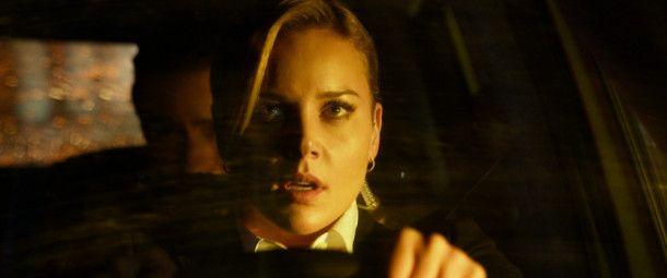 Secret-Service-Agentin Sarah (Abbie Cornish) versucht gemeinsam mit ihrem heimlichen Geliebten Max und seinem Bruder Jake, ein Attentat auf den Präsidenten zu verhindern.