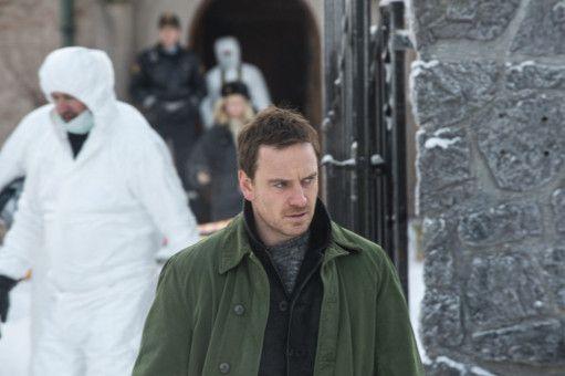 Harry Hole (Michael Fassbender) und seine Kollegen finden zerstückelte Frauen, die zuvor verschwunden sind und die der Täter selbst offenbar als vermisst gemeldet hat.