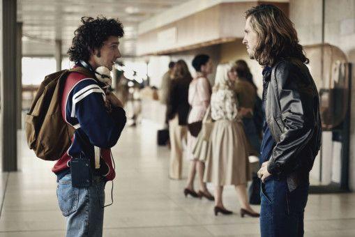 Begegnung auf dem Flughafen in London: Die angestrengten Kontrahenten John McEnroe (Shia LaBeouf) und Björn Borg (Sverrir Gudnason) sprechen zum ersten Mal miteinander. Schön, dass sie im wirklichen Leben später enge Freunde wurden.