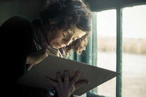 Maud (Sally Hawkins) beginnt das isoliert stehende, düstere Haus mit ihrer lebensfrohen naiven Malerei zu verändern.