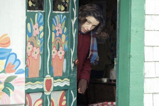 Immer mehr Leute kommen bei Maud (Sally Hawkins) vorbei, um für ein paar Dollar eine ihrer Arbeiten zu erwerben.