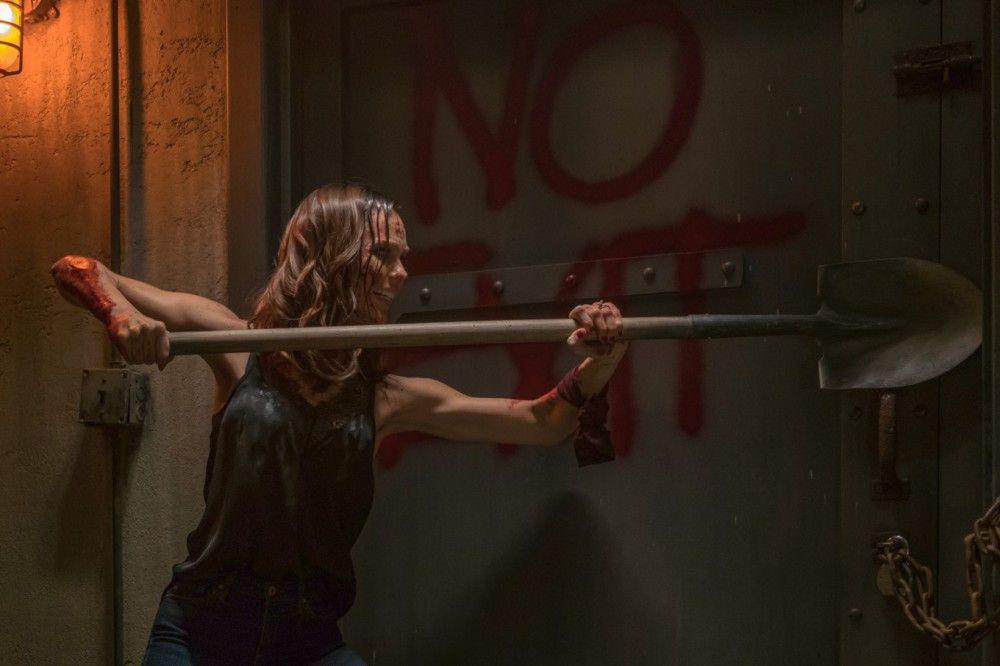 Anna (Laura Vandervoort) befindet sich in einer recht aussichtlosen Lage.